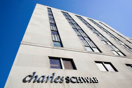 Schwab's zero-fee plan pushes assets to record $4 trillion