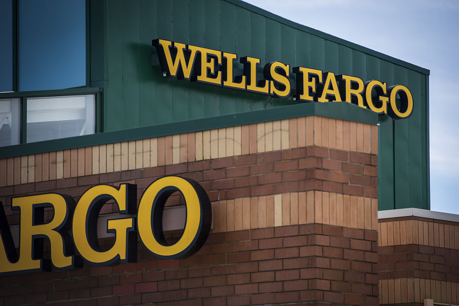 Wells Fargo loses more than 450 advisers in 2019